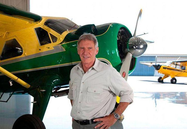 Harrison Ford se recupera del accidente áreo que sufrió cuando la avioneta que pilotaba aterrizó de emergencia en campo de golf. (Archivo/excelsior.com.mx)