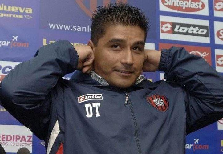 Omar Asad le ganó a la DT de Atlas a estrellas del balompié méxicano. (fotobaires.com)