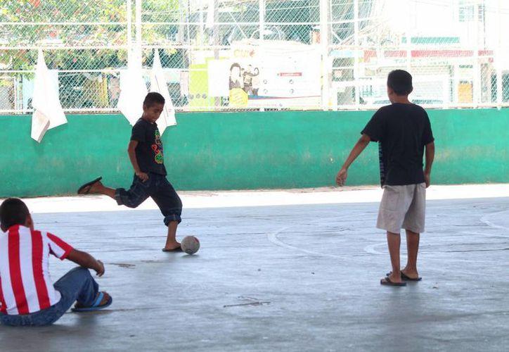 Las instalaciones deportivas de Puerto Aventuras son sede de ligas organizadas por la Dirección de Deportes.  (Adrián Barreto/SIPSE)