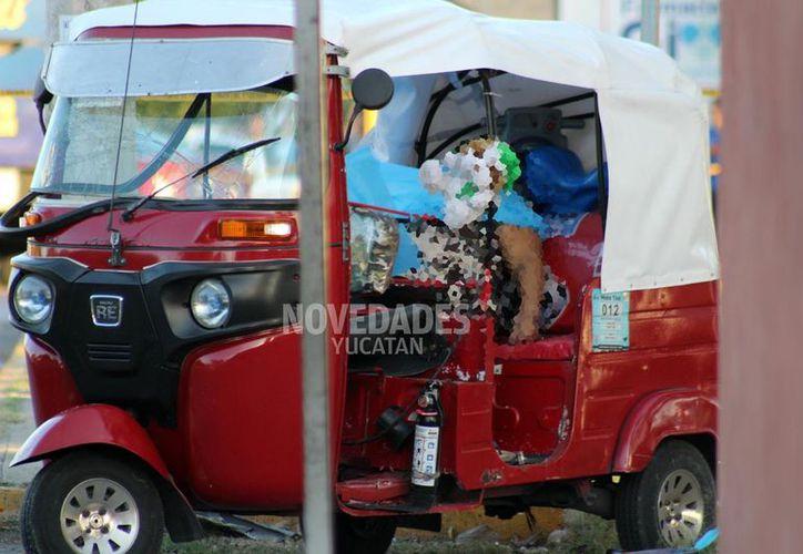 En el mototaxi iban cuatro personas: el chofer, dos mujeres y un menor. Al chofer y al niño prácticamente no les pasó nada, una dama falleció y la otra resultó herida.