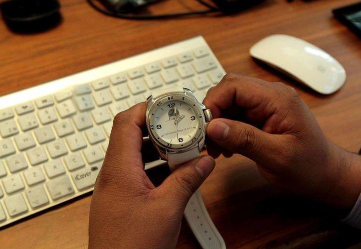 Este domingo 3 de abril entrará en vigor el cambio de Horario de Verano en la República Mexicana, por lo que se recuerda a la población que antes de irse a dormir el sábado 2 de abril, se adelanten una hora los relojes, para que al día siguiente inicien sus actividades con el nuevo horario. (Notimex)