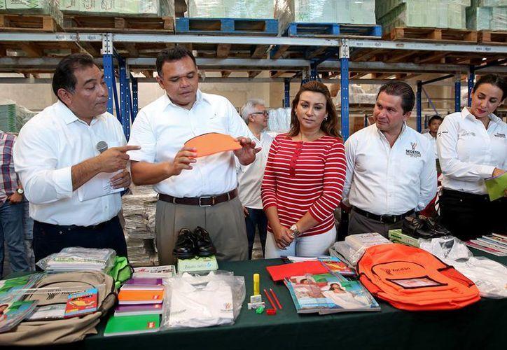En breve el Gobierno de Yucatán hará entrega de paquetes escolares gratuitos para estudiantes yucatecos. La distribución de materiales comenzará este lunes, a la par del ciclo lectivo 2016-2017. (Foto cortesía del Gobierno estatal)
