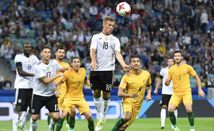 Alemania sufrió para vencer 3-2 a Australia, en el Estadio Fisht en Sochi. (Foto: AP)