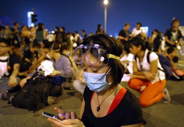 El gobierno de Hong Kong anunció la apertura de las avenidas de la ciudad tomadas por los manifestantes para este lunes. (AP)