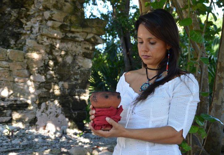 Liuska Lares estudió terapia de obsidianas, reiki, psicología corporal. (Yenny Gaona/SIPSE)