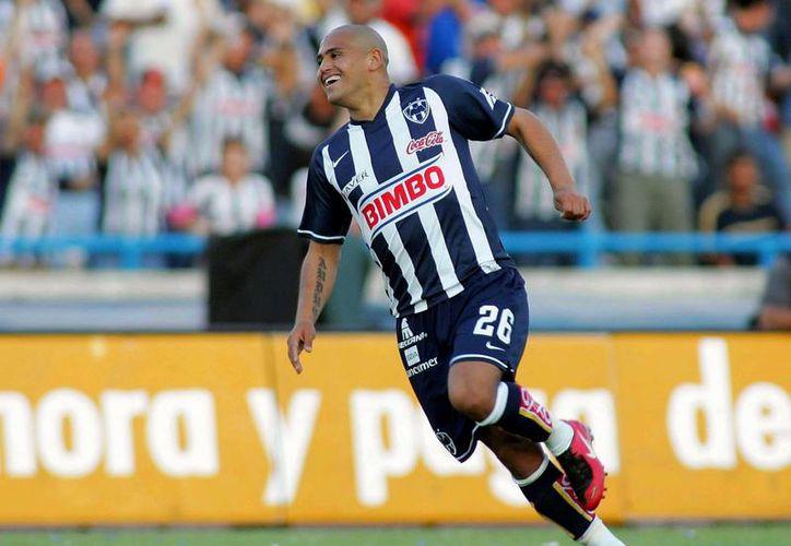 'El Chupete' Suazo consiguió grandes logros con Monterrey, pero llegó la hora de salirse del club. (galleryhip.com)