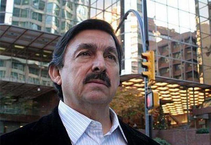 La 'ficha roja' impedía a Gómez Urrutia viajar a otros países. (Archivo/Notimex)