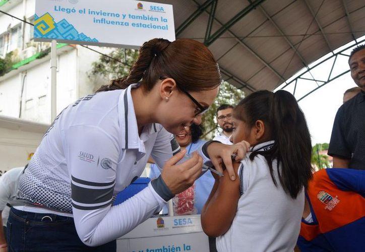 Indicó que la vacunación contra el virus dio inicio el pasado 16 de octubre y concluirá el 30 de marzo de 2018. (Alejandra Carrión/SIPSE)