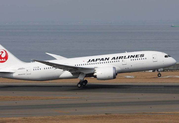 Boeing dijo que el problema de un 787 de Japan Airlines fue descubierto durante una inspección rutinaria de mantenimiento. No había pasajeros a bordo. (Foto tomada de planespotters.net)