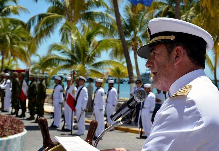 El evento que se llevo a cabo en el obelisco a los héroes navales. (Redacción/SIPSE)