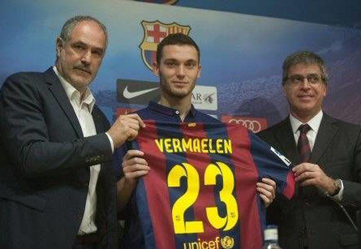 Thomas Vermaelen fue presentado este domingo por el Barcelona.(Foto:AP)