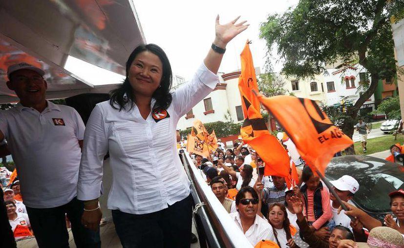 La líder del partido Fuerza Popular, Keiko Fujimori, fue registrada a la llegada al local del Jurado Electoral Especial, en Lima, donde inscribió su candidatura a la Presidencia para las elecciones generales del próximo 10 de abril. (EFE)