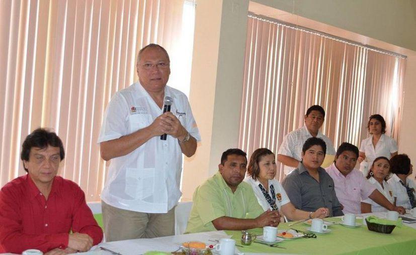El secretario estatal de Salud, Rafael Alpuche Delgado, felicitó a los odontólogos por su destaca labor en el cuidado de la salud bucal de la población. (Cortesía/SIPSE)