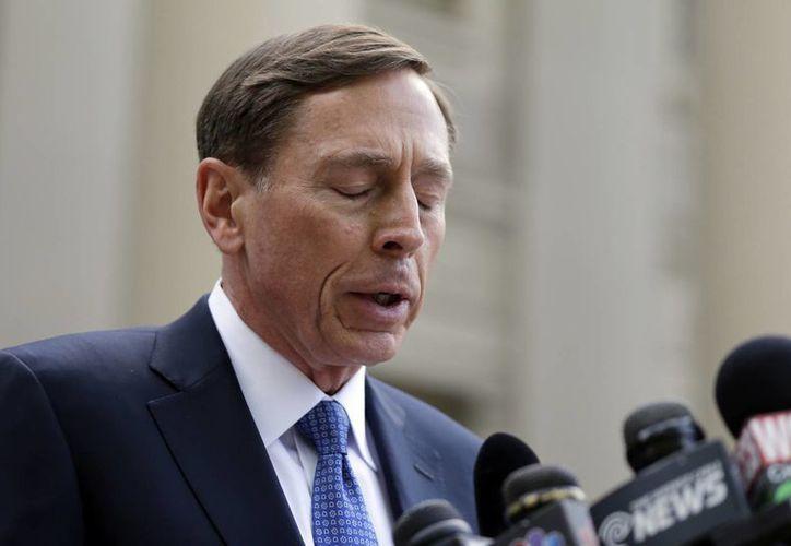 David Petraeus ofreció disculpas por 'el dolor que pudieron haber causado' sus acciones. (AP)