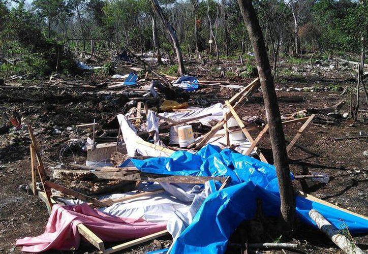 La gente fue sacada de sus viviendas con maquinaria pesada sin previo aviso. (Rubén Darío/SIPSE)