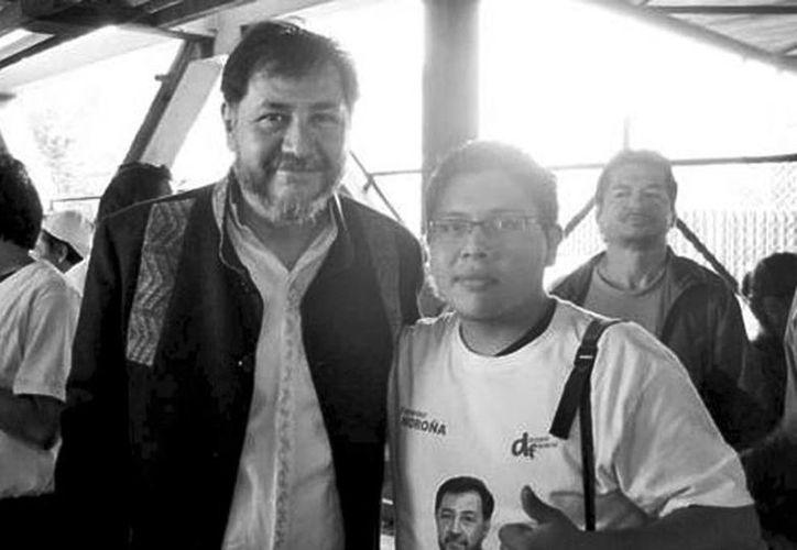 Daniel Antonio Rosales (der.) acompañado del político Gerardo Fernández Noroña. (Milenio)