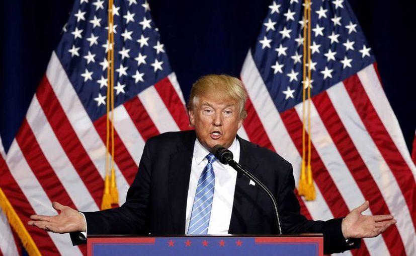 El candidato republicano a la presidencia de EU, Donald Trump, afirmó que el tema del muro fronterizo no será discutido y que México pagará si construcción. (AP/Ross D. Franklin)