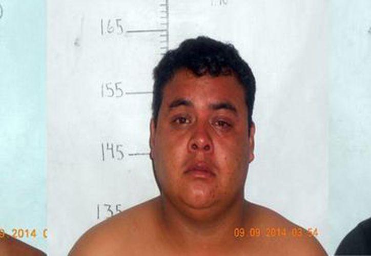 Las autoridades indicaron que sorprendieron a tres sujetos junto a bidones de ácido donde disolvían el cuerpo del candidato a consejero municipal del PRD en Morelos, José Carmen Ortiz. (Fotografías: Excélsior)