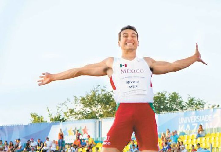 Luis Rivera, en el salto que le dio la medalla dorada. (Milenio)