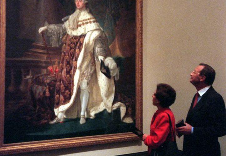 """""""Luis XVI de Francia"""" de Antoine Francois Callet, expuesto en el Louvre de París. (Archivo/EFE)"""