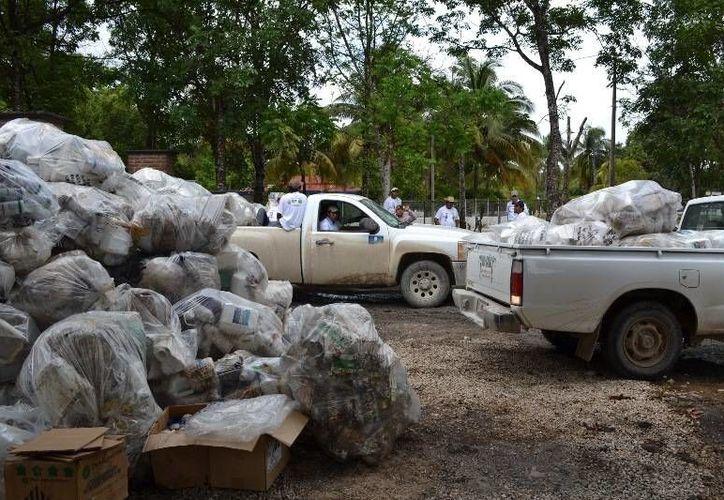 Hacen un llamado a los productores ha no tirar los envases de agroquímicos a las alcantarillas de la comunidad. (Edgardo Rodríguez/SIPSE)