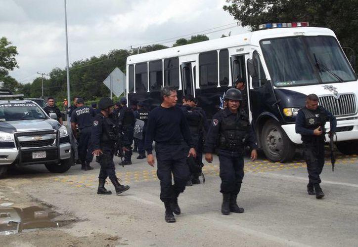 Diversas corporaciones policiales , cuerpos de rescate y fuerzas armadas arribaron al Centro de Reinserción Social de Chetumal, pero no fue necesaria su intervención. (Cortesía)