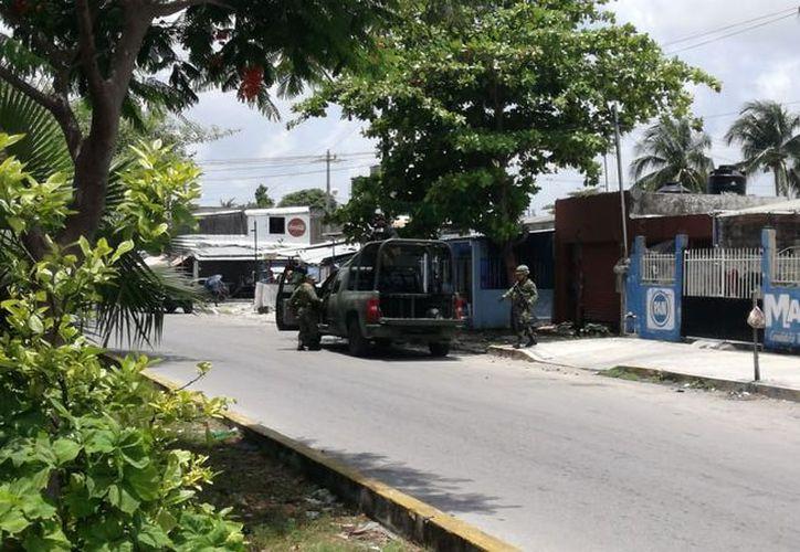 El asesinato se registró en la manzana 61, sobre la lateral de la avenida Andrés Quintana Roo, Región 99. (Redacción/SIPSE)
