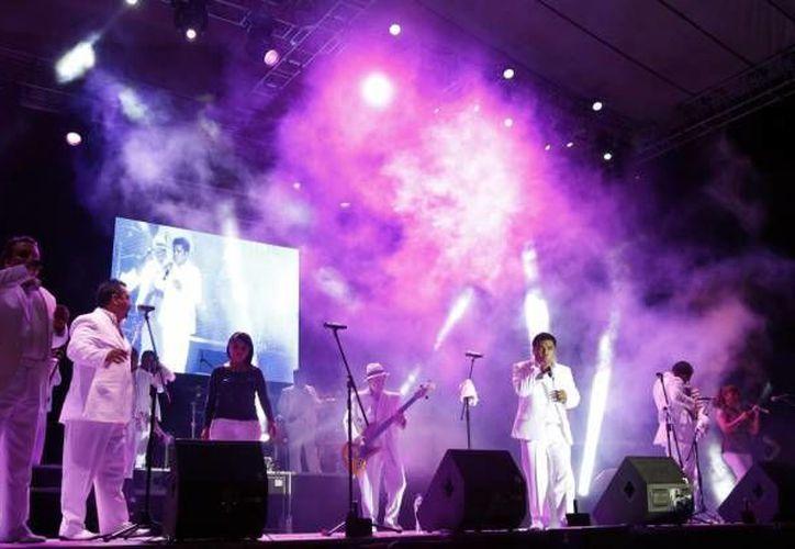 Los Ángeles azules se presentaron en la clausura del Carnaval de Cancún 2014 en el Malecón Tajamar. (Foto/Internet)