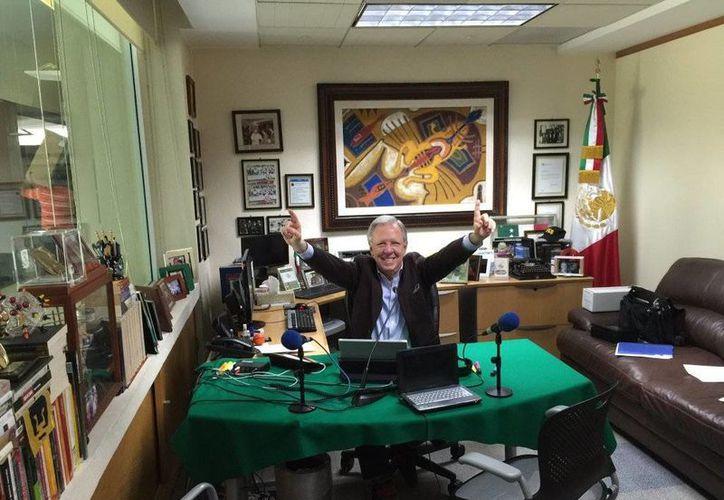 """El periodista Joaquín López-Dóriga en su programa """"López Dóriga"""" que transmite Radio Fórmula, este 24 de mayo de 2016, como posteó en su cuenta de Twitter. (@lopezdoriga)"""
