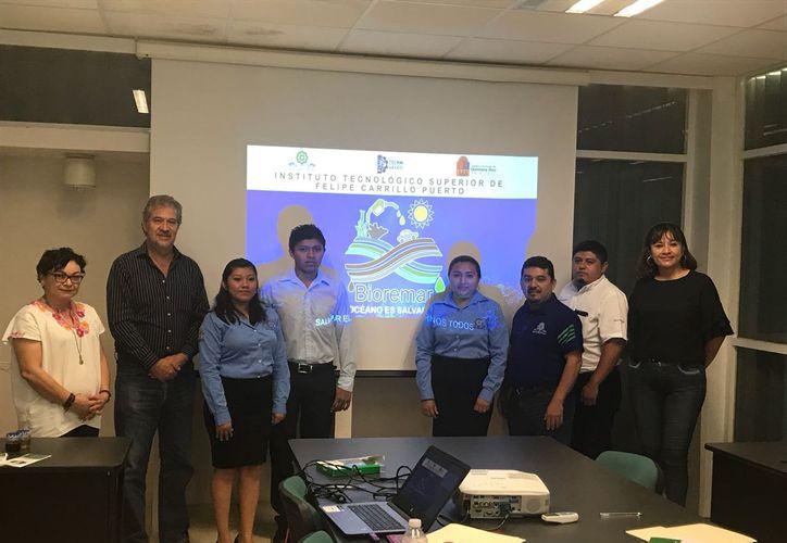 Estudiantes y catedráticos del Tecnológico de Felipe Carrillo Puerto buscan diversificar los productos que se puedan aprovechar del sargazo. (Redacción/SIPSE)