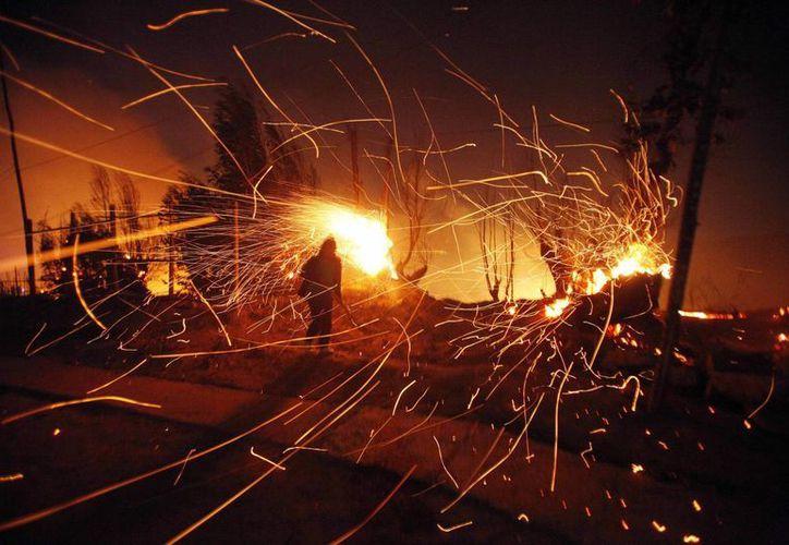 Las localidades cercanas a Valparaíso, como Viña del Mar, fueron declaradas en alerta máxima por el incendio. (AP)