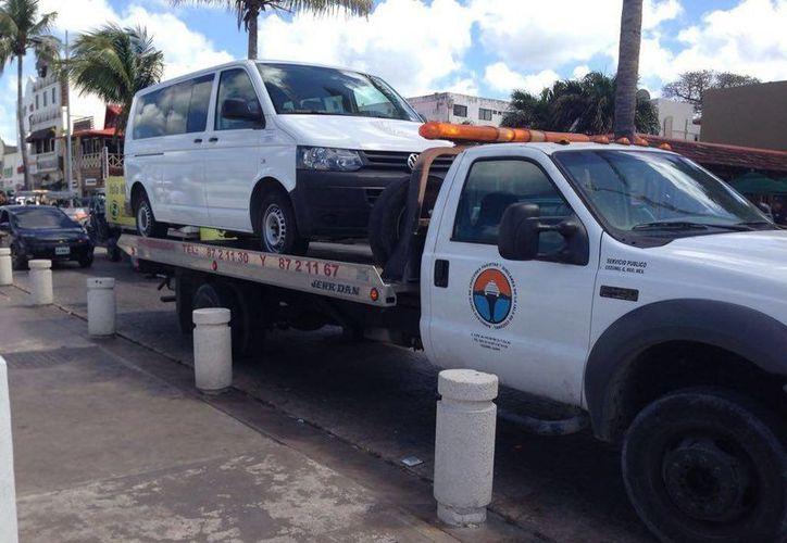 Luego de varias semanas sale a la luz que es únicamente una empresa que contrató los servicios de transporte a otra empresa. (Gustavo Villegas/ SIPSE)