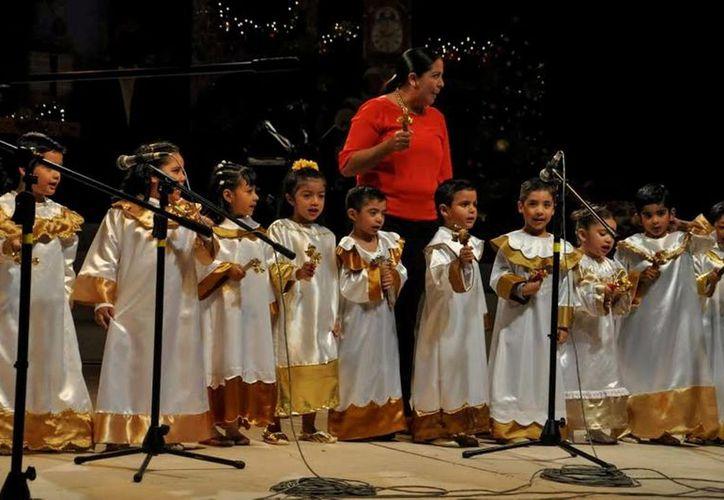 """Los niños presentaron villancicos y bailes como """"Burritos"""", """"Peces"""", """"Niño Dios"""", """"Reyes Magos"""",   todos ellos alusivos a la Navidad. (Redacción/SIPSE)"""