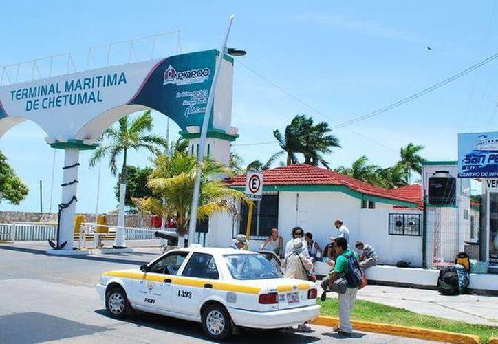 Al año se reportan 800 mil cruces de ciudadanos beliceños a Quintana Roo, que representan el 15% del total de visitantes que se alojan en Chetumal. (Cortesía)