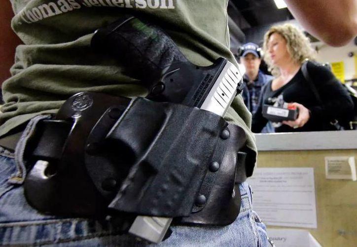 Con una votación 6-2, la Suprema Corte de Justicia de EU negó que las personas con antecedentes de violencia doméstica tengan acceso a la compra de armas. (Archivo/AP)