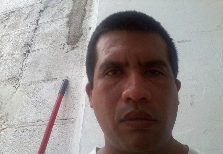 El paramédico Jacinto Alejandro Alcocer Serrano cuenta que vivió en carne propia la terrorífica experiencia. (Jorge Moreno/SIPSE)