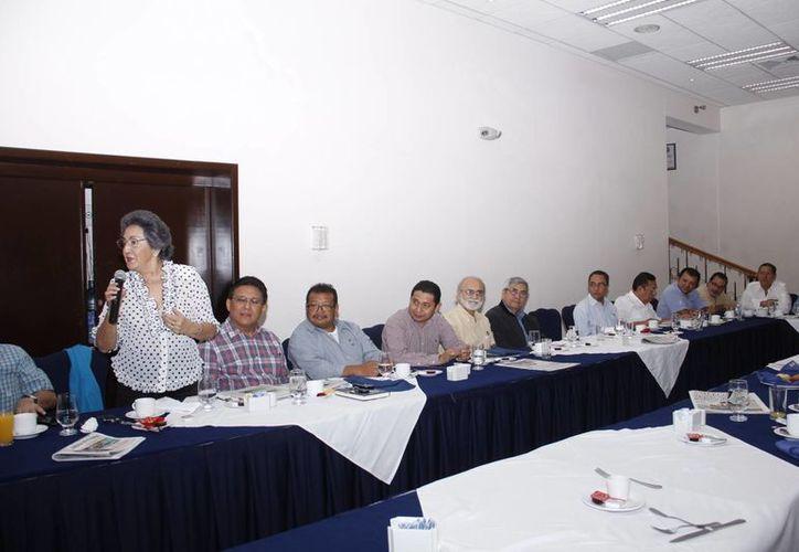 En la reunión se planteó un debate sobre el tema de la libertad de expresión. (Juan Carlos Albornoz/SIPSE)