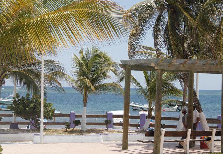El evento pretende impulsar los productos de los diseñadores locales en Puerto Morelos. (Israel Leal/SIPSE)