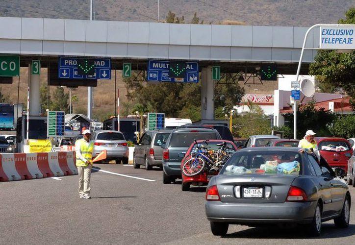Para evitar accidentes, la Policía Federal exhortó a los conductores no exceder los límites de velocidad. (Archivo/Notimex)