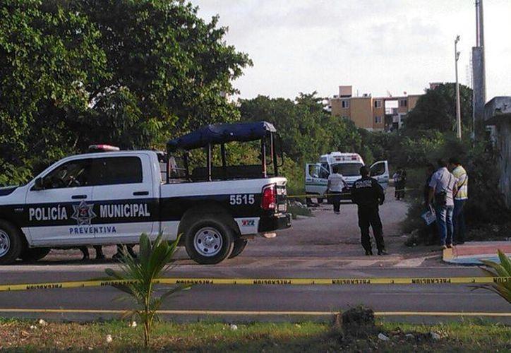 La autoridades policiales acudieron de inmediato al lugar de los hechos. (Redacción/SIPSE)