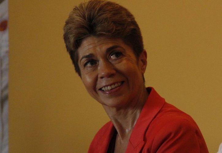 La periodista mexicana Beatriz Pagés Rebollar durante la conferencia. (Sergio Orozco/SIPSE)