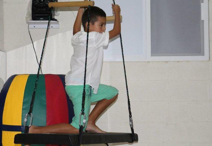 Kodomo inauguró ayer su sala sensorial, en la cual buscan que los niños con autismo se familiaricen con sus sentidos. (Adrián Barreto/SIPSE)