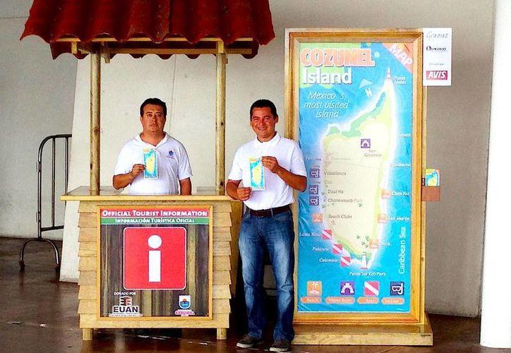Se instaló un kiosco y un mapa gigante de la isla en el ADO. (Cortesía/SIPSE)