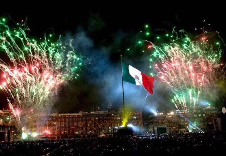 Respecto a las fiestas patrias, aunque la mayoría de los mexicanos lo celebra, muchos tienen miedo de asistir a los festejos públicos por la inseguridad. (Internet)