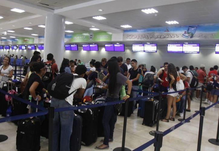Reportan que 18 aerolíneas estadounidenses se conectan con el aeropuerto de Cancún. (Israel Leal/SIPSE)