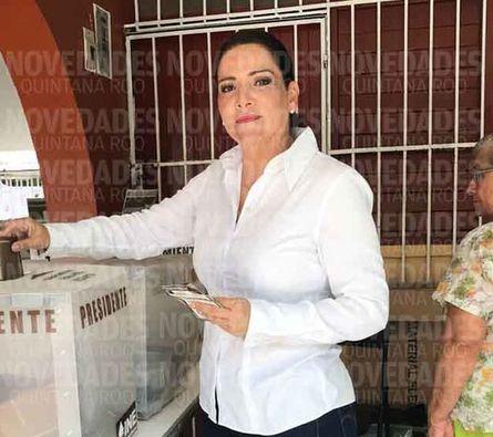 Adriana Teissier emitió su voto en Cozumel