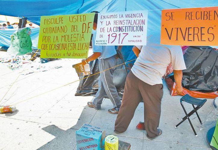 Plantón de la CNTE en el Monumento a la Revolución. (Milenio)