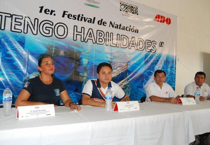 En conferencia de prensa, la organizadora del evento, Claudia Pérez Vidal, destacó que los registros aún no cierran. (Harold Alcocer/SIPSE)