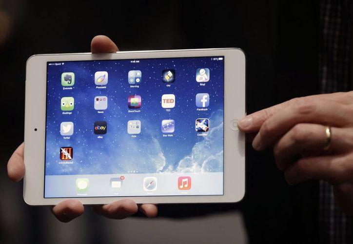 El aparato debe ser solicitado por internet y ser recogido en las tiendas Apple. (Agencias)