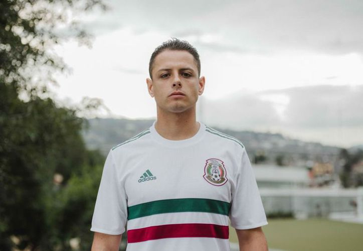 'Chicharito' Hernández fue uno de los jugadores solicitados para lucir la camiseta en su lanzamiento. (Foto:  @adidasfootboll)